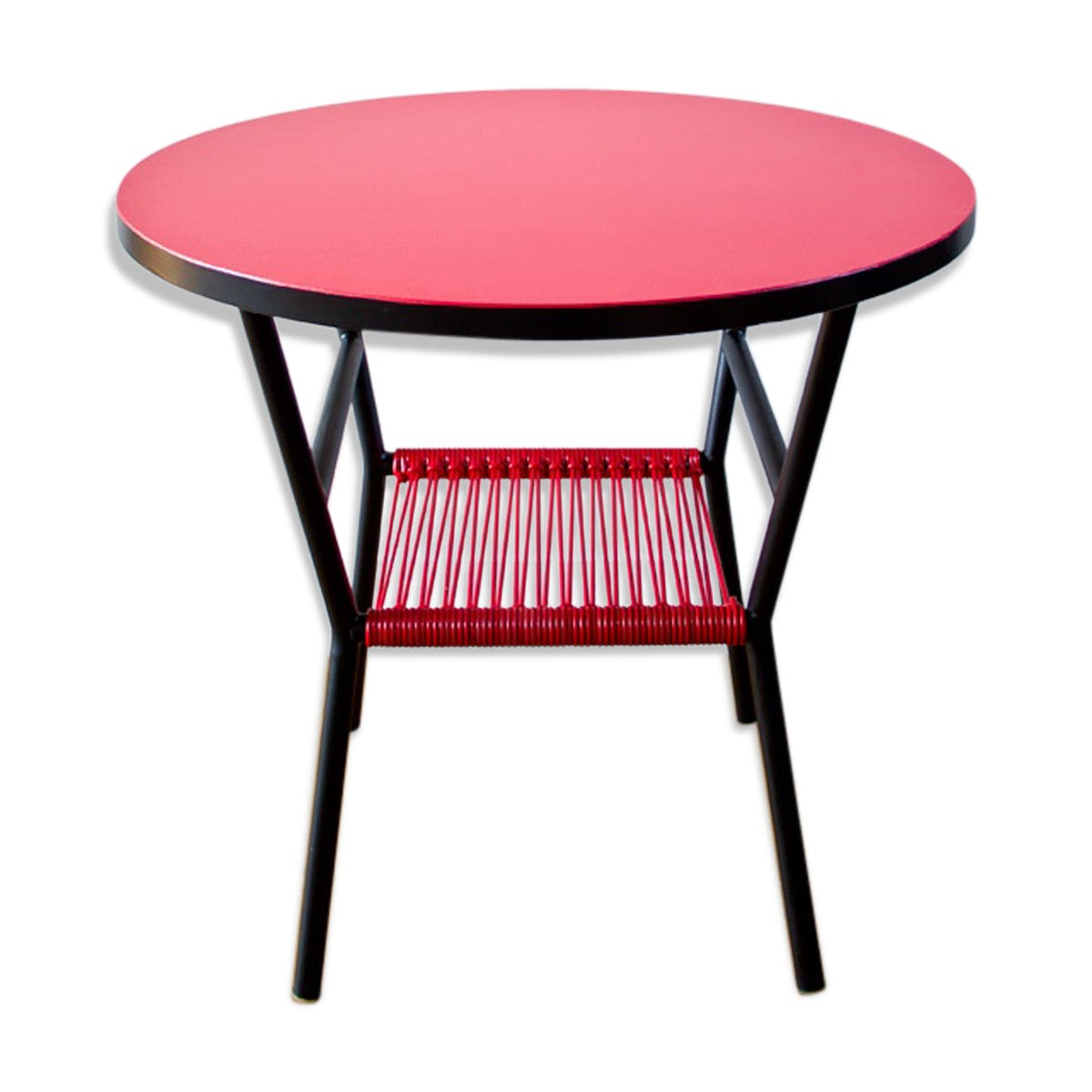 table basse scoubidou rouge avec porte revues mes. Black Bedroom Furniture Sets. Home Design Ideas